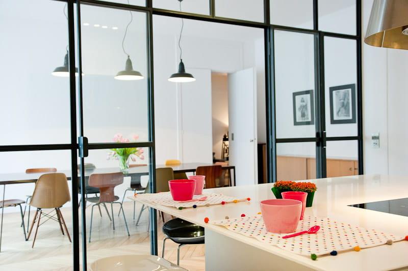 Une cloison transparente pour agrandir l 39 espace alliance for Ouvrir sa cuisine sur le sejour