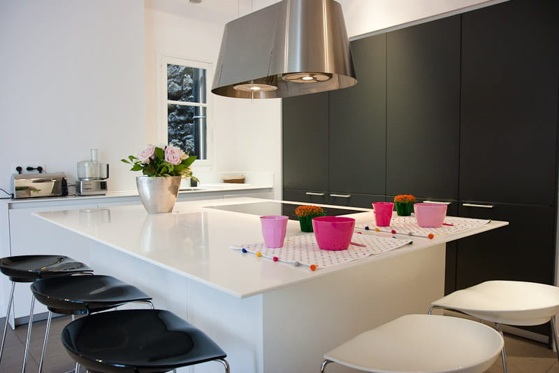 Contraste en noir et blanc alliance des contrastes dans for Deco cuisine noire et blanche