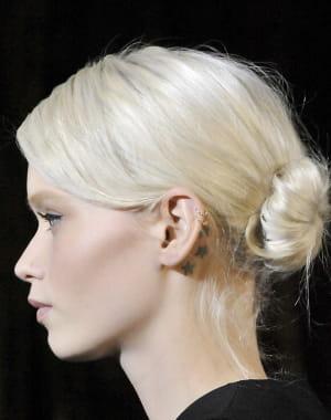 le chignon coiff d coiff les plus belles coiffures de l 39 hiver journal des femmes. Black Bedroom Furniture Sets. Home Design Ideas