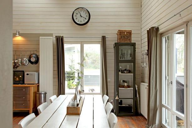 une salle manger lumineuse une maison familiale version ouest journal des femmes. Black Bedroom Furniture Sets. Home Design Ideas