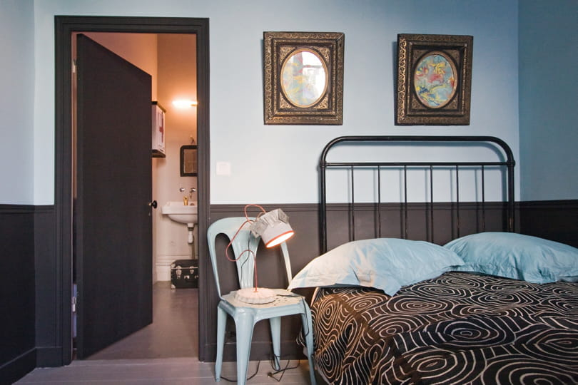 bichromie de noir et bleu ciel d co bleue il flotte. Black Bedroom Furniture Sets. Home Design Ideas