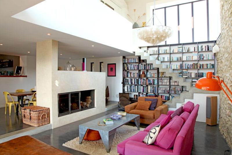 salon cath drale une maison en pierres revisit e journal des femmes. Black Bedroom Furniture Sets. Home Design Ideas