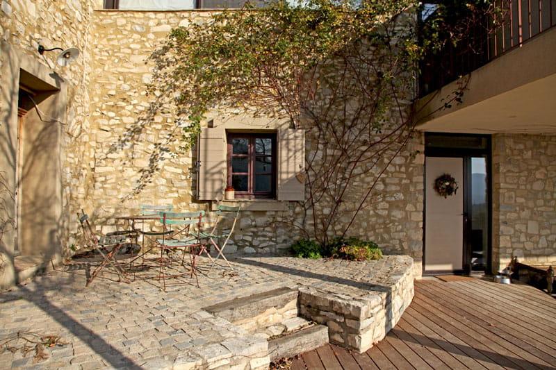 vieilles pierres au dehors une maison en pierres. Black Bedroom Furniture Sets. Home Design Ideas