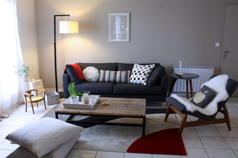 un salon m tiss au gris tendre visitez la maison de. Black Bedroom Furniture Sets. Home Design Ideas