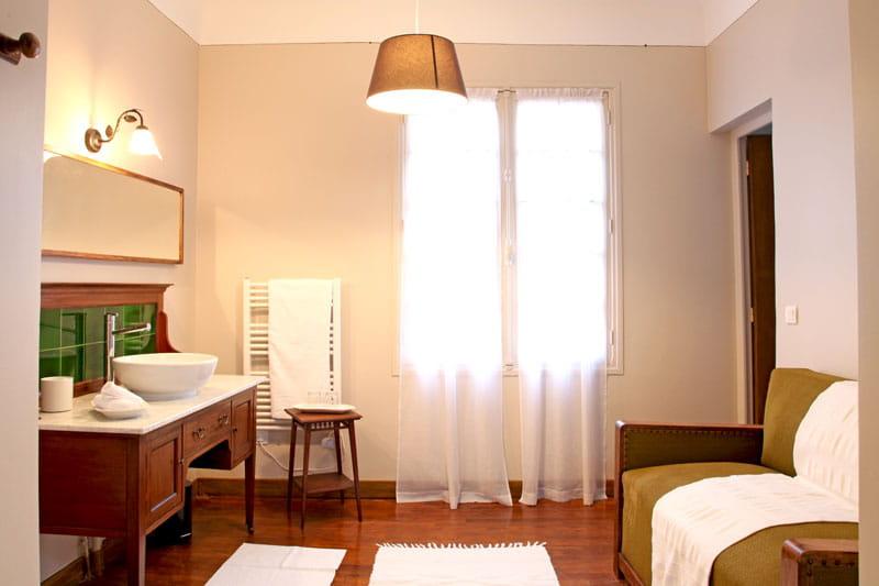 boudoir ou salle de bains l 39 esprit maison de famille comme on l 39 aime journal des femmes. Black Bedroom Furniture Sets. Home Design Ideas