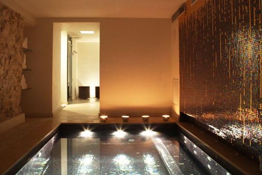 rencontre massage aix les bains amicale. Black Bedroom Furniture Sets. Home Design Ideas