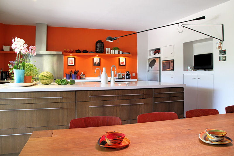 sur un pan de mur la couleur d co du mois l 39 orange journal des femmes. Black Bedroom Furniture Sets. Home Design Ideas
