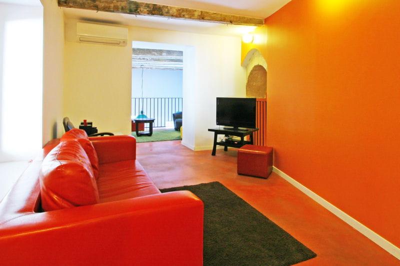 Un petit salon chaleureux la couleur d co du mois l 39 orange journal - Couleur chaleureuse pour salon ...