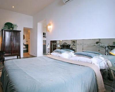 un miroir tout pour mettre en valeur son lit journal. Black Bedroom Furniture Sets. Home Design Ideas