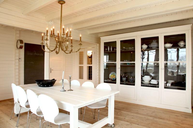 esprit maison de famille sobri t et fantaisie pour une maison r ussie journal des femmes. Black Bedroom Furniture Sets. Home Design Ideas