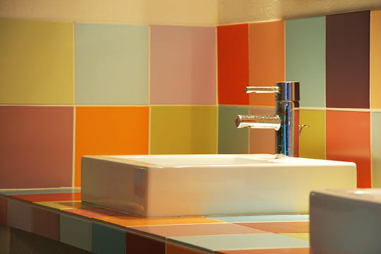 Carrelage Salle De Bain Coloree : Multicolores : Des carreaux à gogo ...