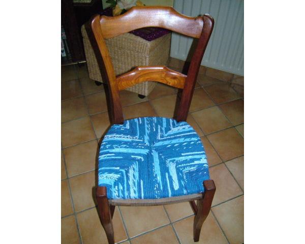 rempaillage en tissu des chaises et fauteuils relook s de fa on originale journal des femmes. Black Bedroom Furniture Sets. Home Design Ideas