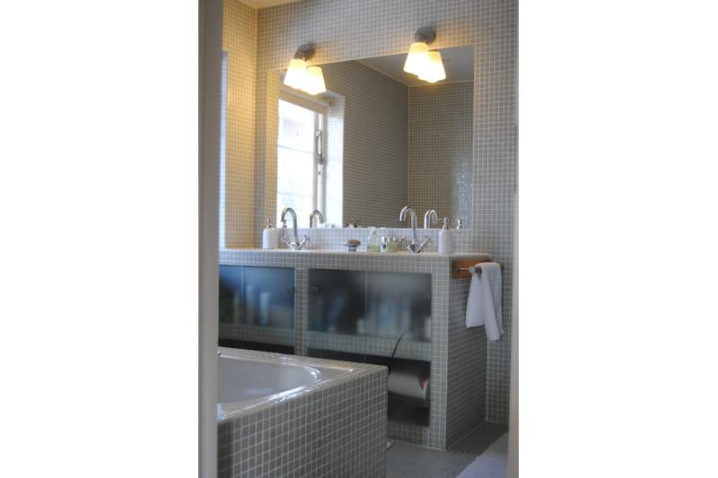 Mosa que grise dans la salle de bains d co n o folk dans for Mosaique grise salle de bain