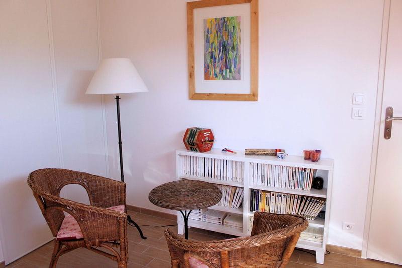 le coin lecture visitez la maison d 39 isabelle journal des femmes. Black Bedroom Furniture Sets. Home Design Ideas