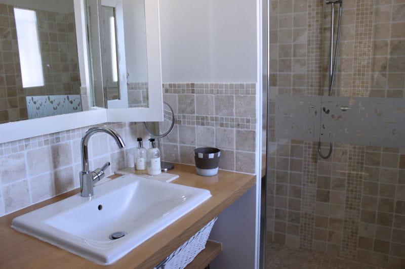 la salle de bains parentale visitez la maison d 39 isabelle journal des femmes. Black Bedroom Furniture Sets. Home Design Ideas