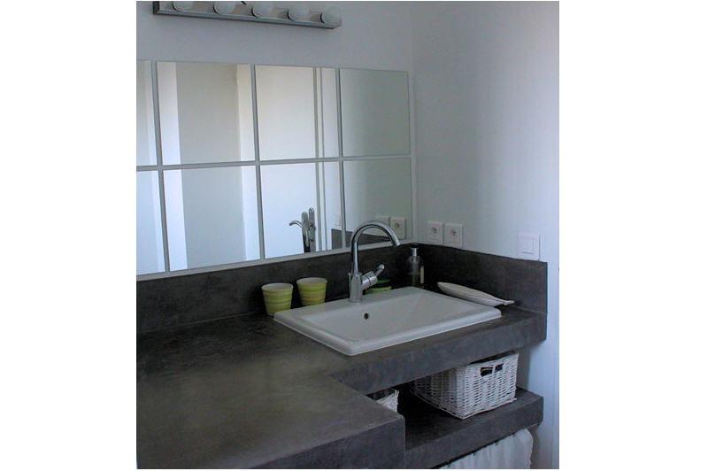 la salle de bains l 39 tage visitez la maison d 39 isabelle journal des femmes. Black Bedroom Furniture Sets. Home Design Ideas
