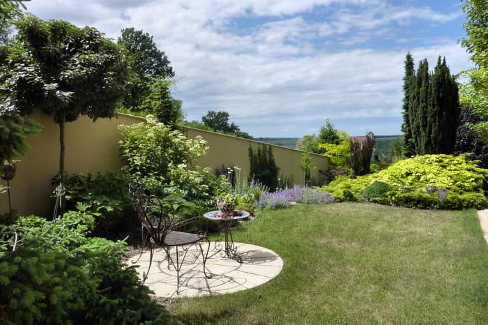 Point de vue sur les alentours visitez le jardin de camille journal des femmes - Deco jardin chaussee de waterloo tours ...
