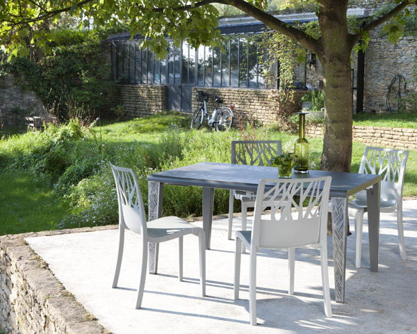 Table et chaises v g tal de grosfillex du mobilier d co for Ensemble table et chaise de jardin grosfillex