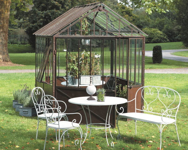 serre tuileries et collection saint germain du mobilier d co pour un jardin printanier. Black Bedroom Furniture Sets. Home Design Ideas