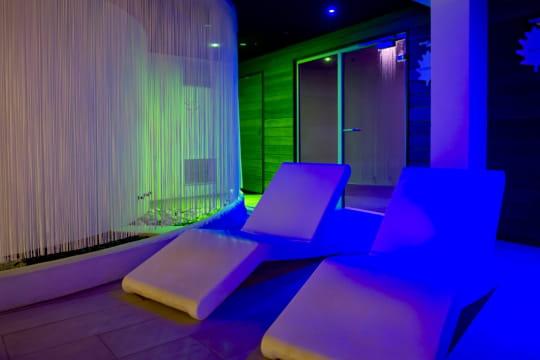 Un espace de relaxation in dit visite du spa les ch nes for Espace de relaxation