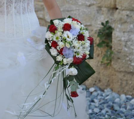 Un bouquet en rouge et blanc le mariage cin rock de magalie et cyril journal des femmes - Le rouge et le blanc ...