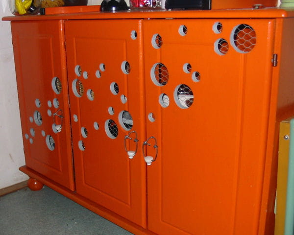Un buffet orang tr s original des meubles vintage for Meuble orange