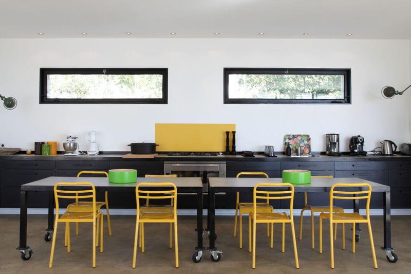 Mariage du jaune et du noir le jaune en d co comment l 39 associer journal des femmes for Chaise de cuisine jaune
