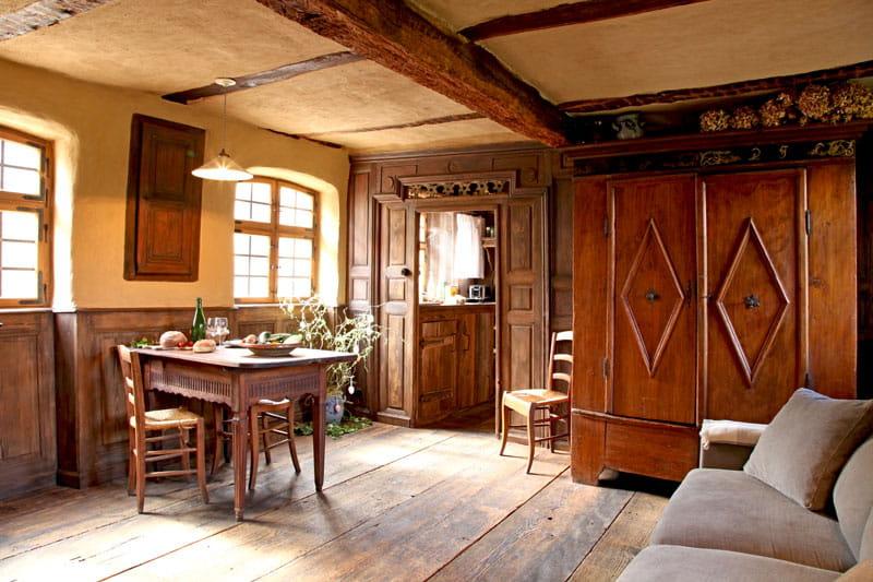 la stub alsacienne d co authentique dans une ferme alsacienne journal des femmes. Black Bedroom Furniture Sets. Home Design Ideas