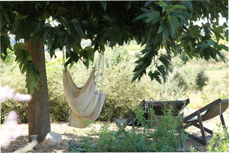 espace d tente au coeur de la v g tation des jardins qui. Black Bedroom Furniture Sets. Home Design Ideas