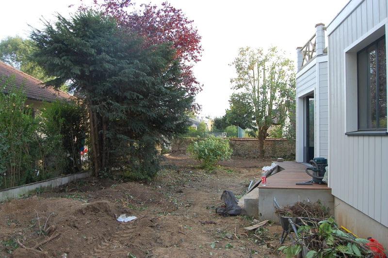Un d broussaillage complet jardin de ville am nag en for Debroussaillage jardin