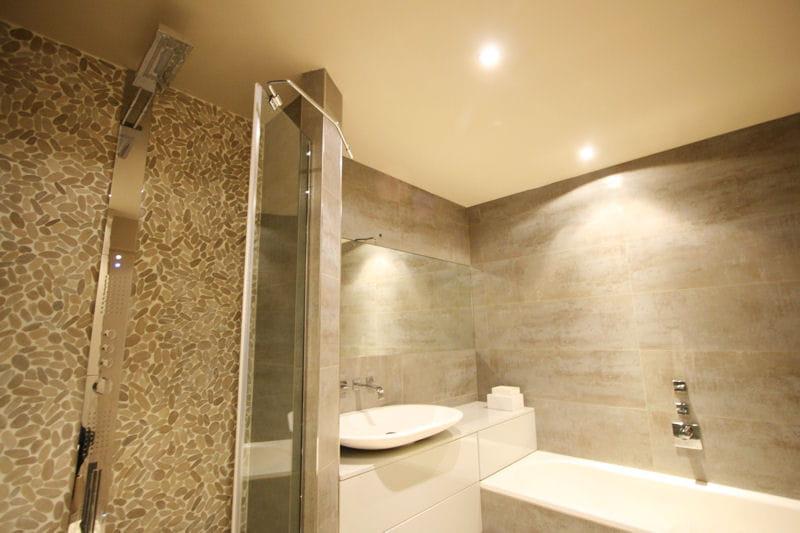 Idee salle de bain galet pr l vement d for Galets salle de bain
