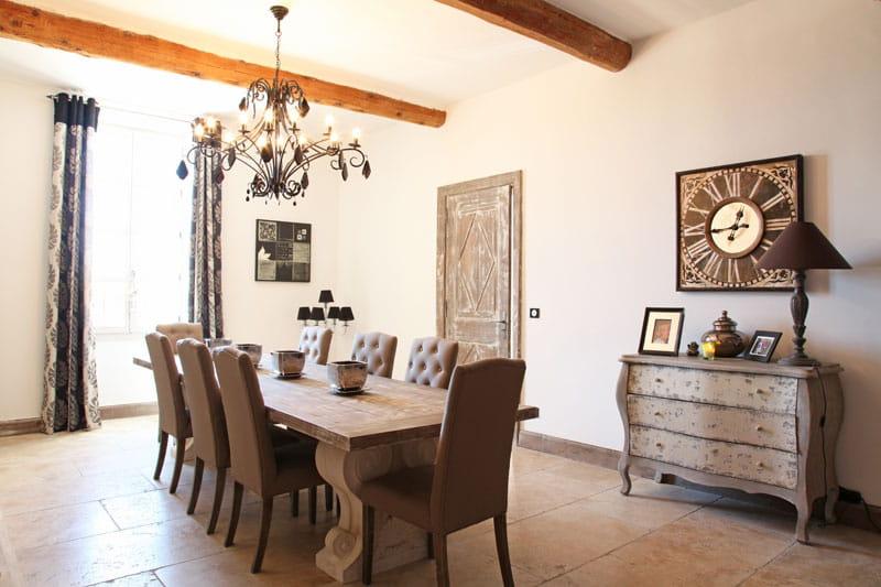 une salle manger actuelle une bastide au go t du jour journal des femmes. Black Bedroom Furniture Sets. Home Design Ideas