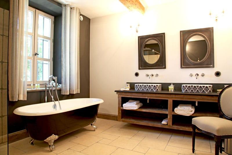 confort l 39 ancienne une bastide au go t du jour journal des femmes. Black Bedroom Furniture Sets. Home Design Ideas