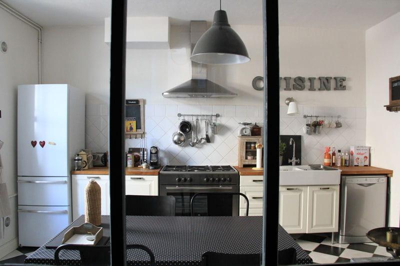 La cuisine visitez la maison de b n dicte journal des for Cuisine en noir et blanc