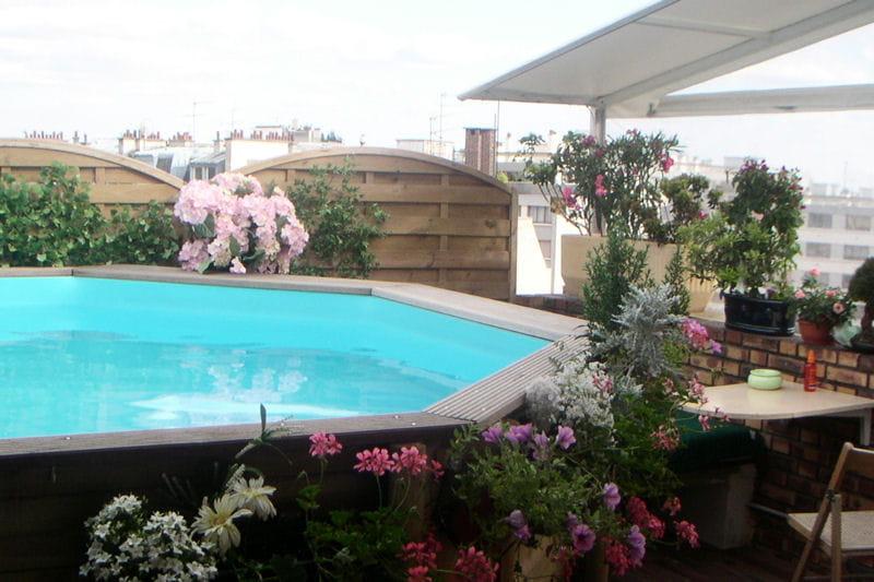 Une piscine sur les toits de paris for Piscine paris ouverte le soir