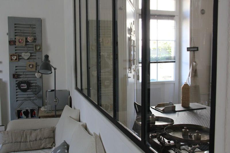 Entre salon et cuisine une verri re pour un int rieur ouvert et lumineux - Separation vitree entre cuisine et salon ...