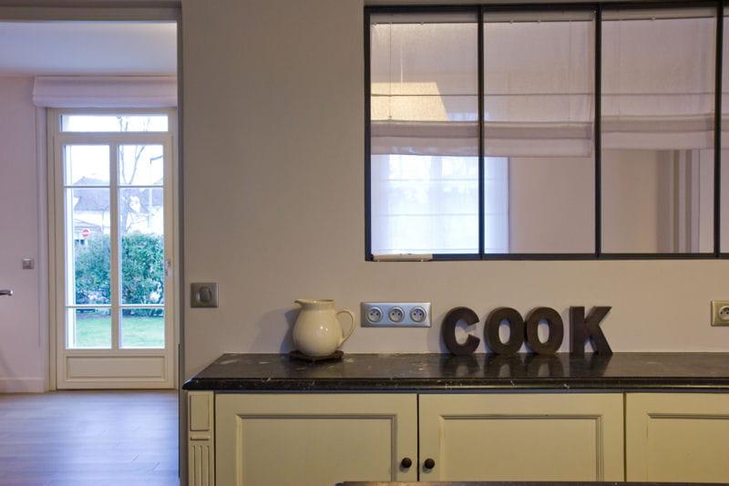 Entre cuisine et salle manger une verri re pour un for Modele de separation entre cuisine et salle a manger