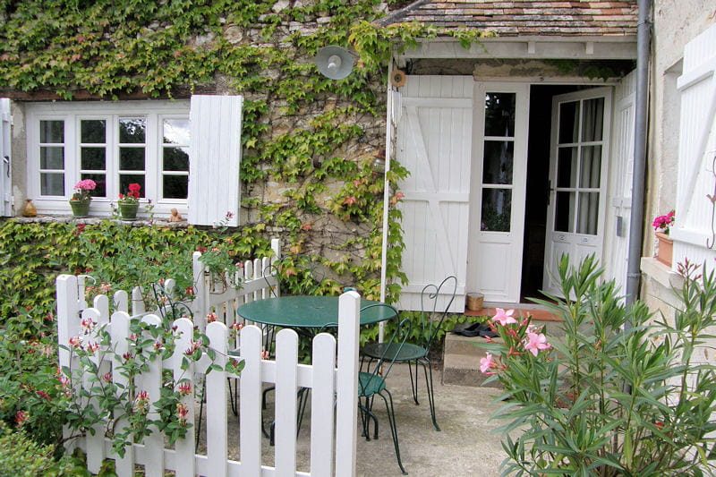 une petite terrasse coquette promenade bucolique dans le jardin d 39 annie journal des femmes. Black Bedroom Furniture Sets. Home Design Ideas