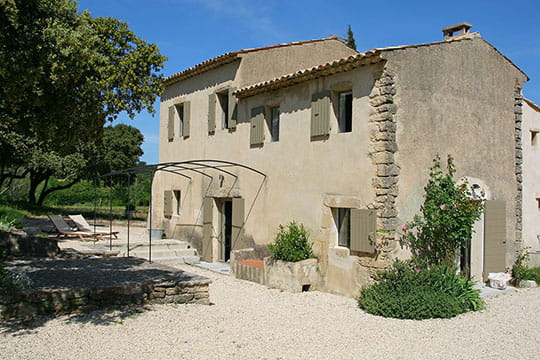 Une maison en pierre couleur sable maison en pierre des b tisses de charm - Photo de charme en couleur ...