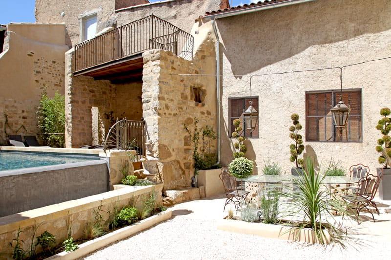 http://deco.journaldesfemmes.com/architecture/batisses-de-charme/image/maison-remparts-1287398.jpg