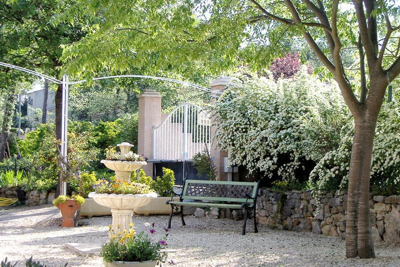 Un coin au calme dans le var vos plus beaux jardins en for Au jardin de jean pierre