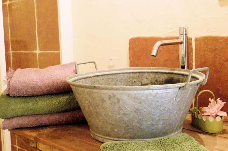 Esprit r cup 39 dans la salle de bains une maison campagne for Salle de bain avec bois de grange