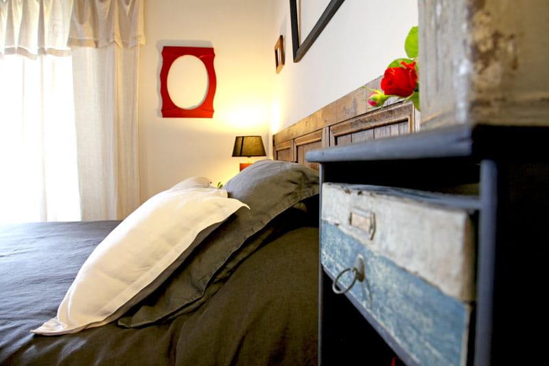 tiroir et t te de lit maison de vacances en bord de mer. Black Bedroom Furniture Sets. Home Design Ideas
