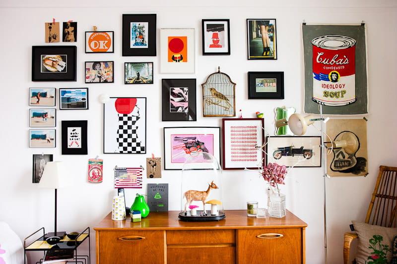 une v ritable galerie d 39 art un petit appart 39 rempli d 39 objets vintage journal des femmes. Black Bedroom Furniture Sets. Home Design Ideas