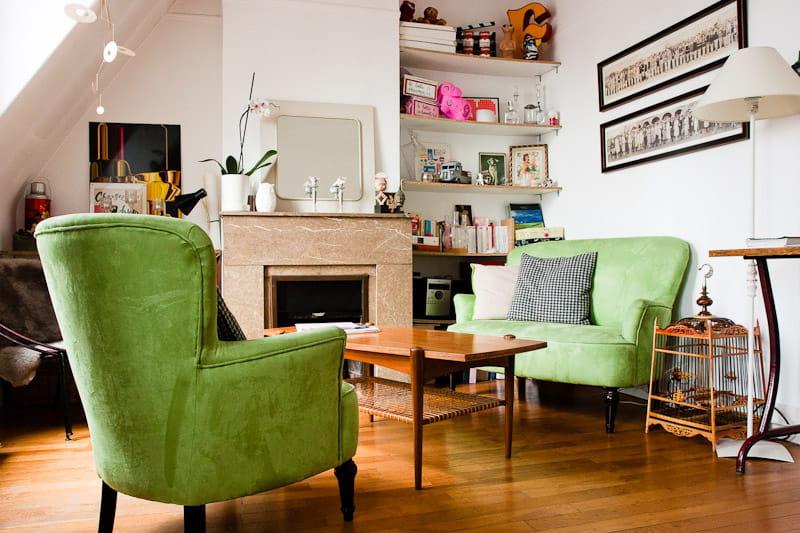Un coin salon vintage un petit appart 39 rempli d 39 objets for Deco salon original