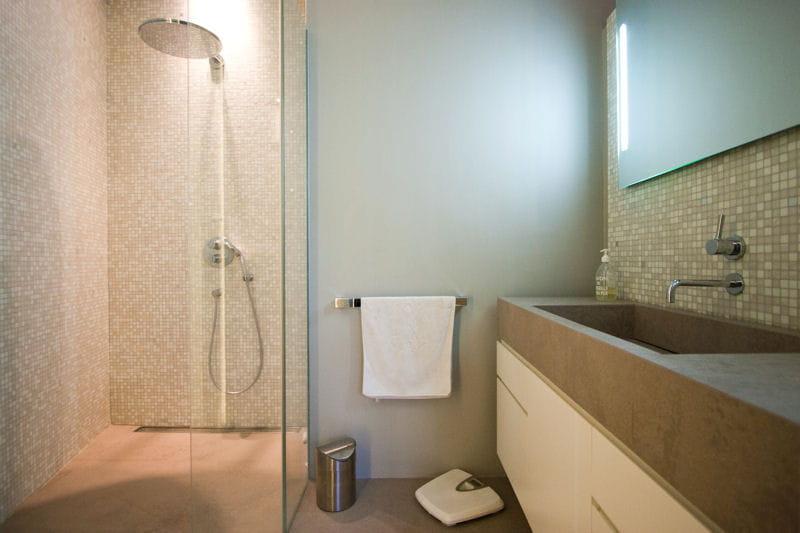 douche carrel e douche l 39 italienne une pluie de bonnes id es journal des femmes. Black Bedroom Furniture Sets. Home Design Ideas