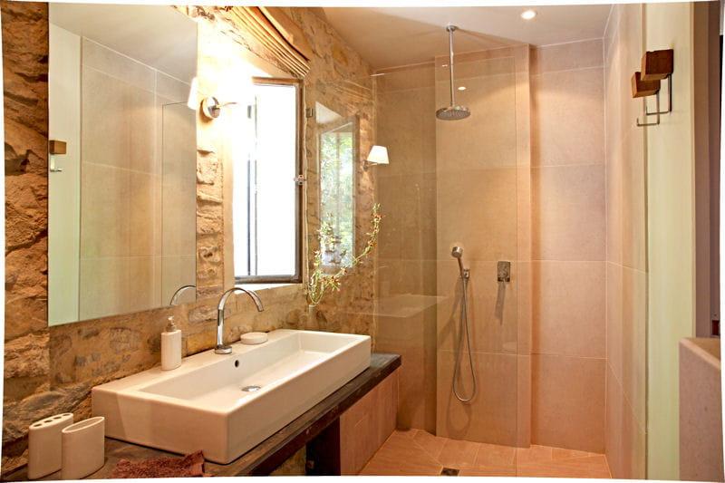 des pierres apparentes douche l 39 italienne 55 id es. Black Bedroom Furniture Sets. Home Design Ideas