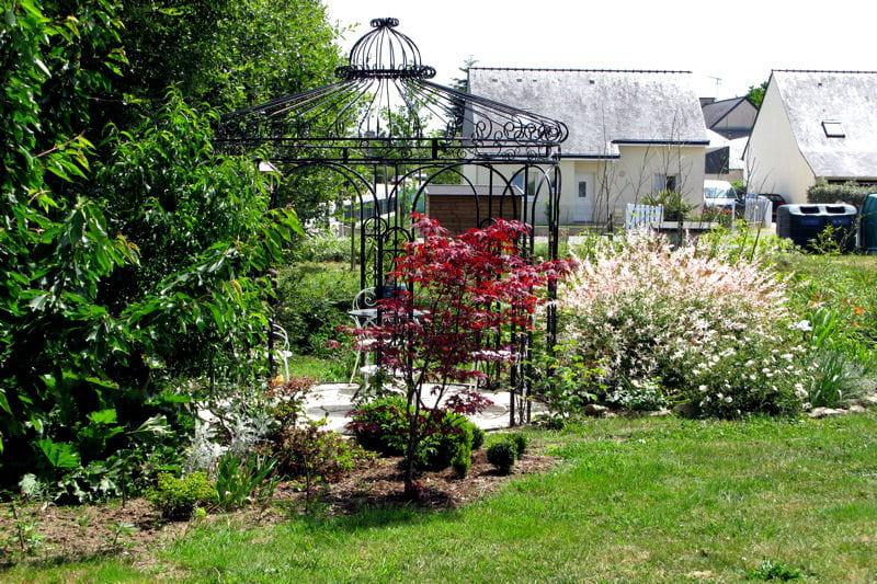 Gloriette en fer forg des pergolas au charme discret - Gloriette de jardin en fer forge ...