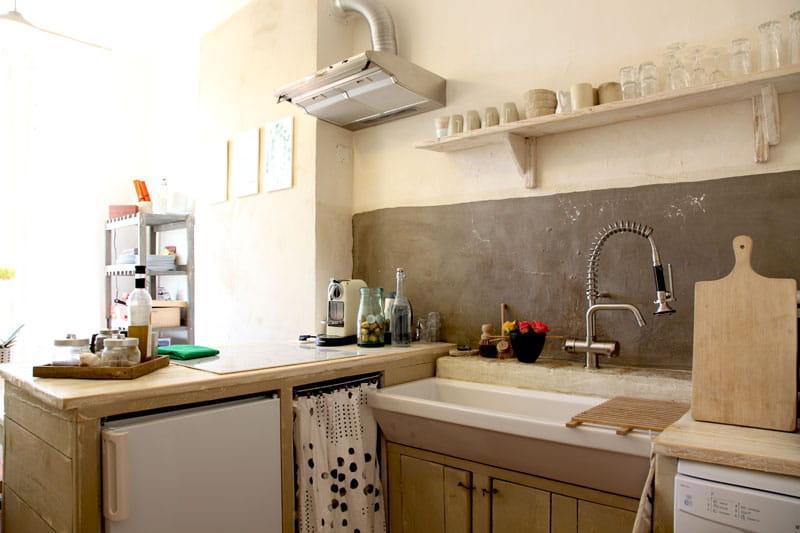 mati res gris es r ve de nature dans un appartement d 39 artiste journal des femmes. Black Bedroom Furniture Sets. Home Design Ideas