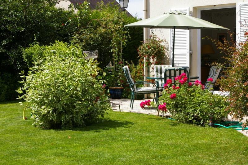 terrasse ensoleill e. Black Bedroom Furniture Sets. Home Design Ideas